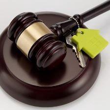 Выписан из квартиры в связи с привлечением к уголовной ответственности